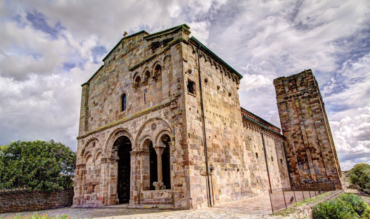 Simboli e spaventose sculture nella Basilica di Ozieri
