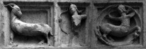 scultura raffigurante una capra