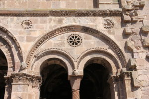 arcata esterne chiesa antioco ozieri