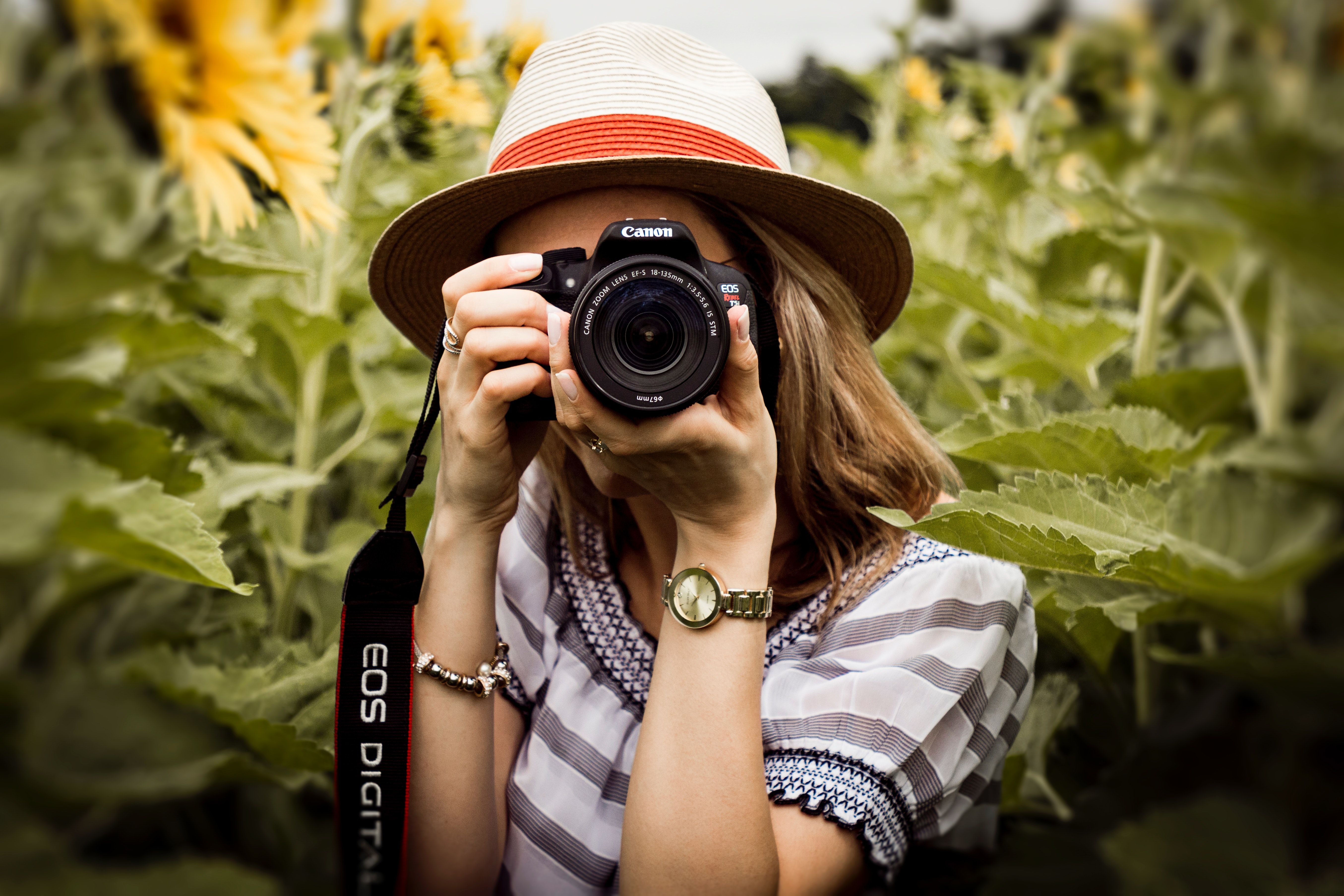 immagine che ritrae una fotografa nell'articolo di presentazione della web editor Eleonora D'Angelo