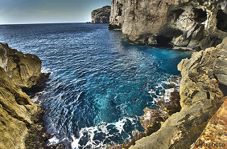 image of sea and caves grotta di nettuno Alghero Italy sardinia in an articole about travel tips what to visit