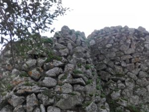 esterni-nuraghe-arrubiu-orroli-sandalia-racconta-blog
