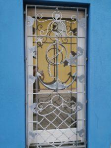 finestra marinaresca artistica in ferro battuto