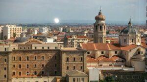 panorama della città di Oristano con chiese