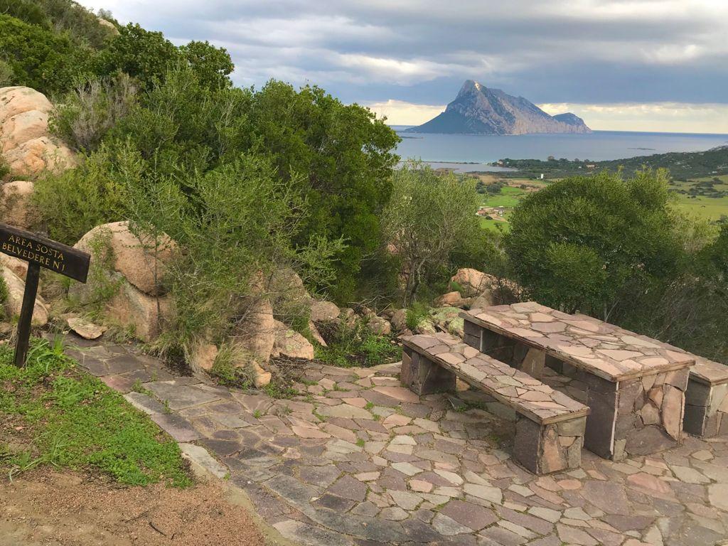 idea pic nic al parco di monte ruju tavolo di roccia
